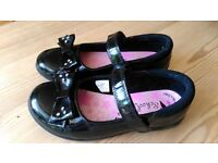 Girls Black Patent School Shoes With Bows Size 12