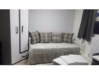 Newly Refurbished Studio Room* ALL INCLUSIVE * NW9, 20 min to middlesex uni & hendon station