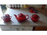 Le Creuset teapot and set