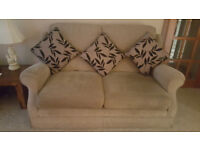 Quality 3 seater settee & 2 matching armchairs