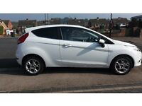 White Ford Fiesta 1.25 Zetec 3Dr. Very Low Mlieage. 2012 (62).