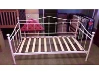 GREAT CONDITION! metal frame day bed single bed (white)