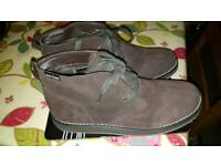Brown adult boot very light weight size9.5