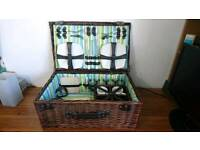Picnic basket with insides
