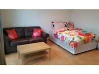 Double Bed in Room for rent in a 2-bedroom apartment in Shepherds Bush -