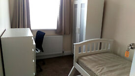 Single room in Golders Green.