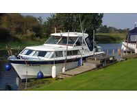 Seamaster 30. Motor cruiser. 6 Berth in 3 cabins. Fully equipped and ready to go! Lovely Boat.