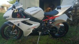 Triumph Daytona 675R Like brand new 1700miles but priced to sell fast..please read through.