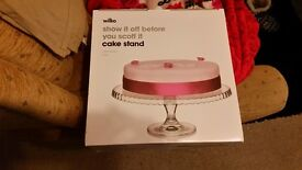 Cake stand brand new and cup cake case