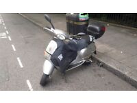 Silver vespa et4 accessorised with leg cover and box