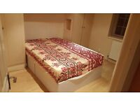 Double room with ensuite in shared house close to transport