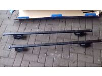 Used halfords roof bars. Fits car with roof rails