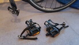 Pedals with toe clips and reflectors - NEW