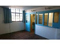 Art studio in charity-run warehouse, 3 rooms, 528 sq ft total space, 1st floor, good light, £415pcm