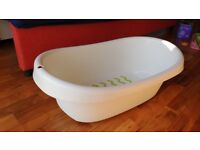 White plastic baby bathtub