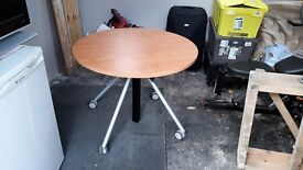 Round extendable dining/bar table