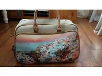 New beautiful travel / weekend bag