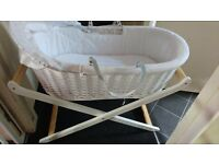 Lovely Mosses basket + stand in white/wood