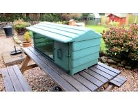 Mr Snugs Plastic Rabbit/Guinea-pig Hutch, Outside or Inside - Outdoors/Indoors