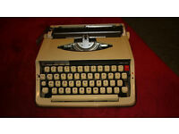Typewriter, Vintage, Manual, Portable with case. Brother Deluxe 800T