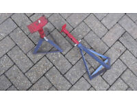PAIR OF CAR AXLE STANDS AND A PAIR OF CAR RAMPS