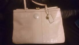 COACH Ivory Patent Leather Kisslock Closure Purse Carryall Satchel F19215