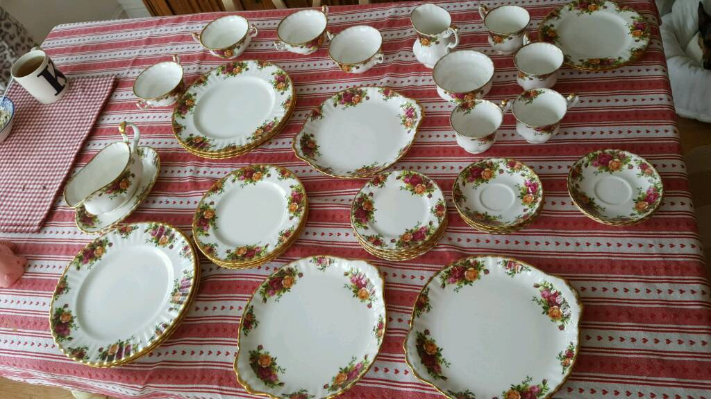 Royal Albert China Tea Set / Old Country Rose