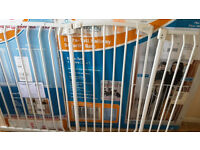 1m Tall 154cm wide dreambaby strudy pressure mounted gate, additional 27cm extension available