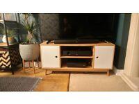 Skandinavian style TV Bench