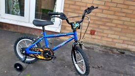 Boys bicycle with stabilisers - Age 3-5 years