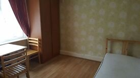 SHMP AGENT OFFERED VERY NICE DOUBLE ROOM IN THREE BED FLAT NEAR LEYTONSTONE UNDERGROUND STATION E11