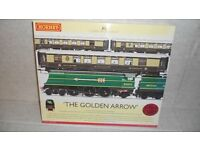Hornby R2369 ' The Golden Arrow ' Train Pack Excellent Condition.