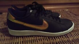 Womens Nike Black Holographic Tennis Trainers