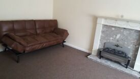 Spacious 2 bedroom flat to rent with furniture