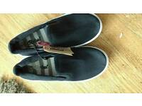 Boys new canvas shoes with tags size (2)