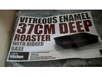 Brand new set Of 2 Vitreous Enamel deep roaster tray and carving tray