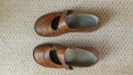 Women's size 7 leather shoes