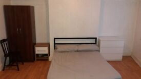 DOUBLE BEDROOM(VERY LARGE)IN SHARED HOUSE TO RENT, FREE Wifi, NEAR TO ALL TRANSPORT, BILLS INCLUSIVE