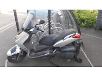 Yamaha Xmax Scooter 125 plus lock, jacket, boots and trousers
