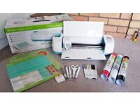 CRICUT EXPLORE AIR **WITH ACCESSORIES AND CARRY CASE**