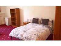 Suberb Large bedsit room to rent in Hillhead west end. Most bills included, excellent value.