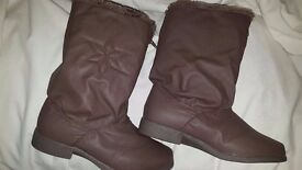 LADIES BROWN BOOTS SMALL SIZE 4