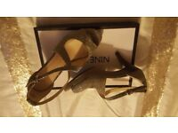☆*Nine West two tone gold shoes perfect condition☆size 6**