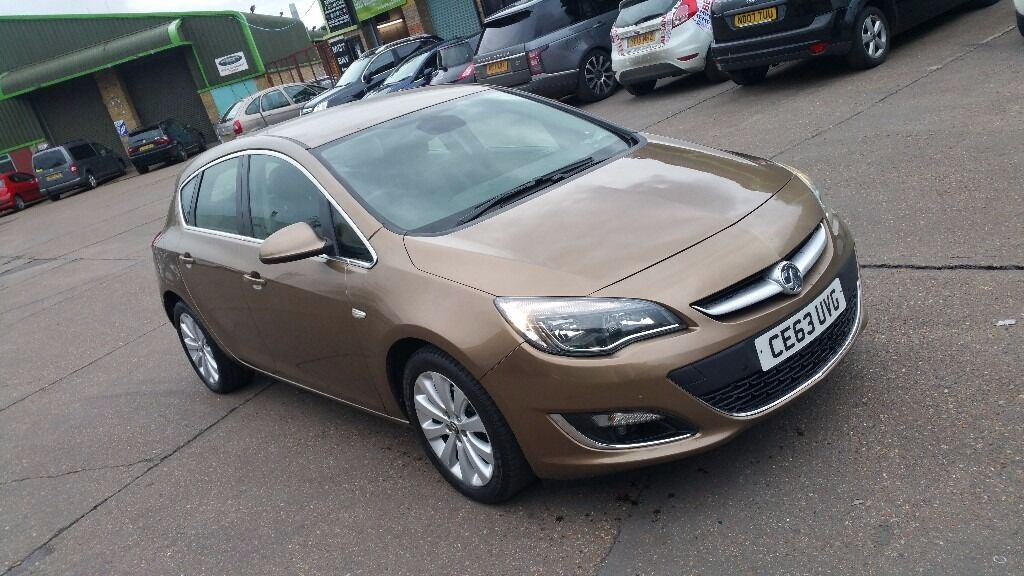 Vauxhall astra 2013 automatic 1.6 low mileage with leather ...
