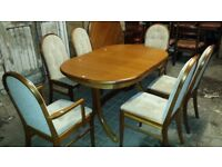 Extendable Dining Table with 6 Chairs with Carvers