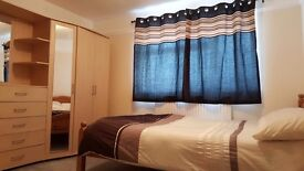 Doubke room for rent in crawley