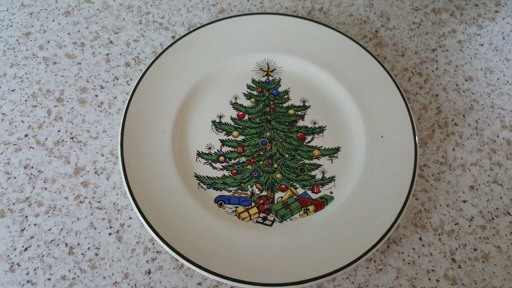 CUTHBERTSON CHRISTMAS TREE PLATES 10 INCH - CUTHBERTSON CHRISTMAS TREE PLATES 10 INCH In Christchurch, Dorset