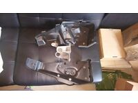 RANGE ROVER SPORT 2005 ON AIR SUSPENSION COMPRESSOR CASING AND BRACKET