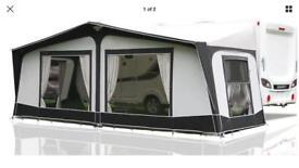 Caravan Bradcott Concept full awning.