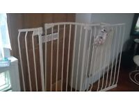 Dreambaby Extendable Safety Room Divider With Bits/DVD Baby Gate/Pets
